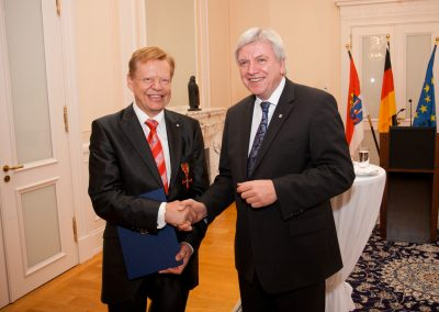 with Volker Bouffier (Prime Minister of Hesse/Germany) at the award of the Federal Cross of Merit | © INTERKULTUR