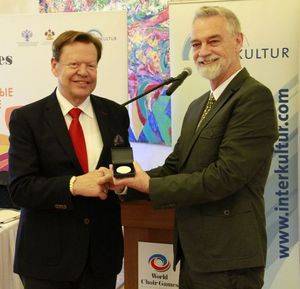 INTERKULTUR president Günter Titsch (left) is being awarded the medal of honour during the World Choir Games in Sochi/ Russia by the president of the Kulturforum Europa Dieter Topp | Photo: Roger Schmidt